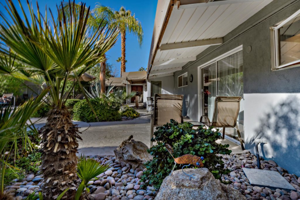 537-s-grenfall-rd-palm-springs-large-015-44-0115-1500x999-72dpi