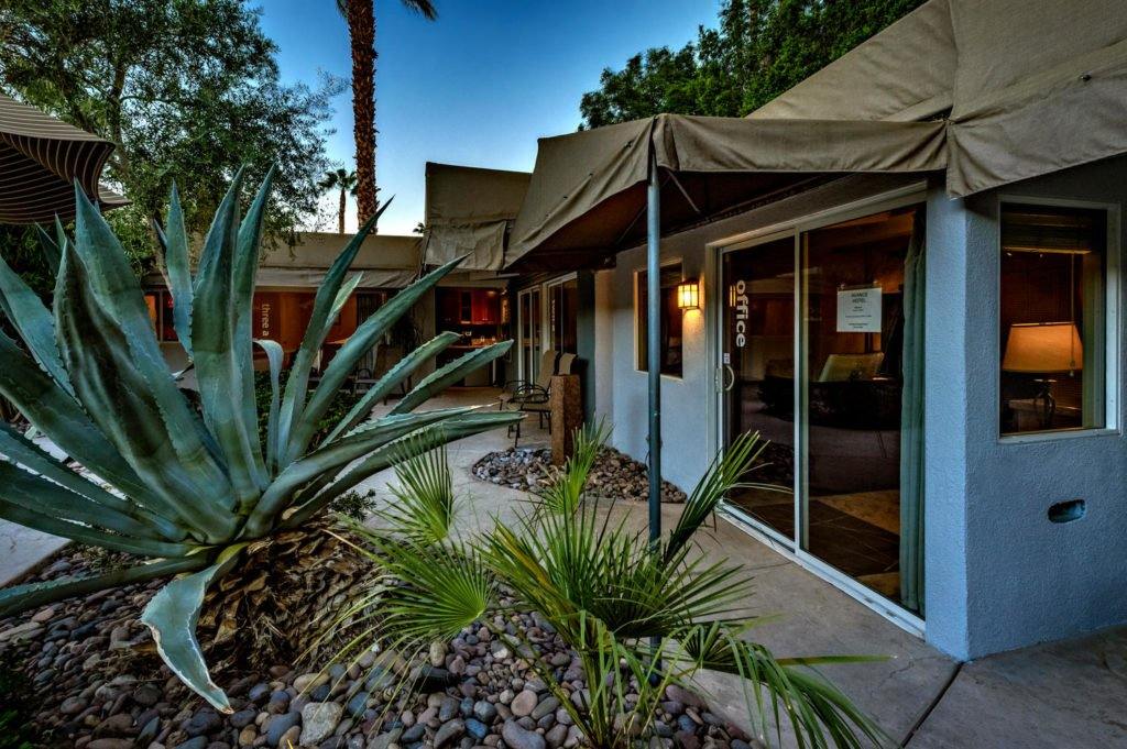 537-s-grenfall-rd-palm-springs-large-077-89-0179-1500x999-72dpi