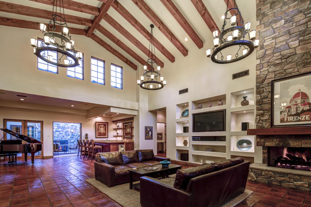 Great Room - Bar - Courtyard