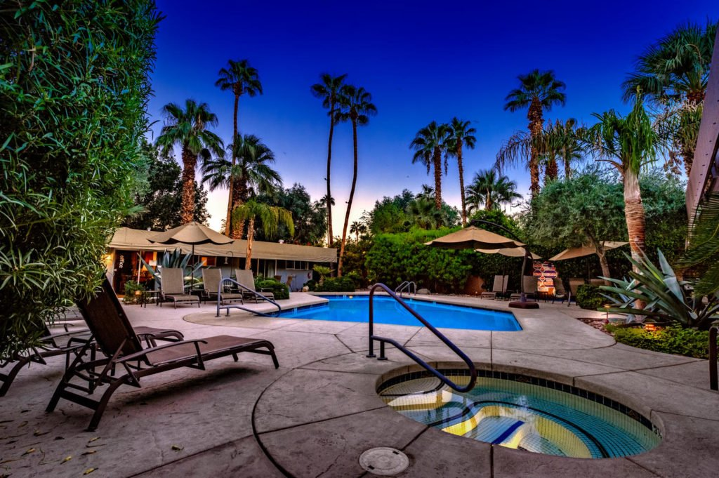 537-s-grenfall-rd-palm-springs-large-004-9-0104-1500x999-72dpi