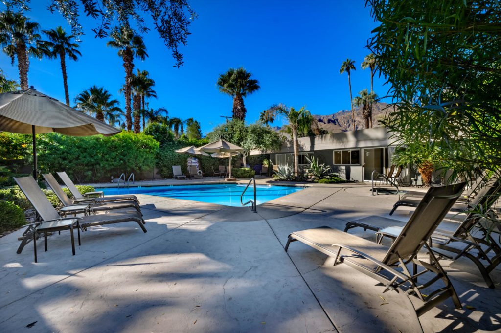 537-s-grenfall-rd-palm-springs-large-023-42-0124-1500x999-72dpi